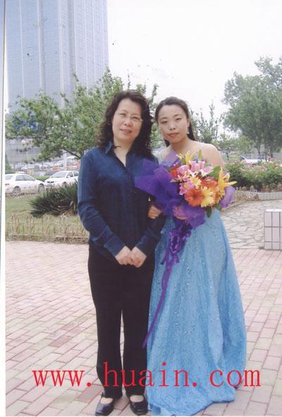 自6岁起开始学习琵琶及古筝,师从与哈尔滨师范大学周海燕教授.